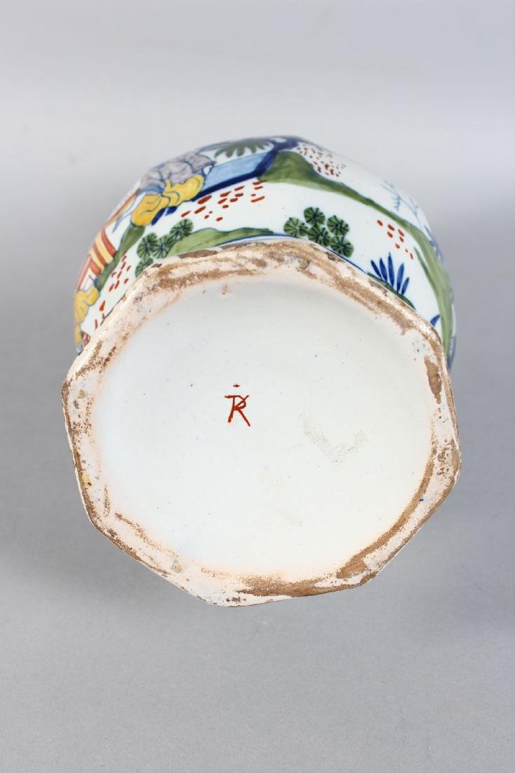 A DELFT TIN GLAZE BULBOUS VASE decorated with Chinese - 3