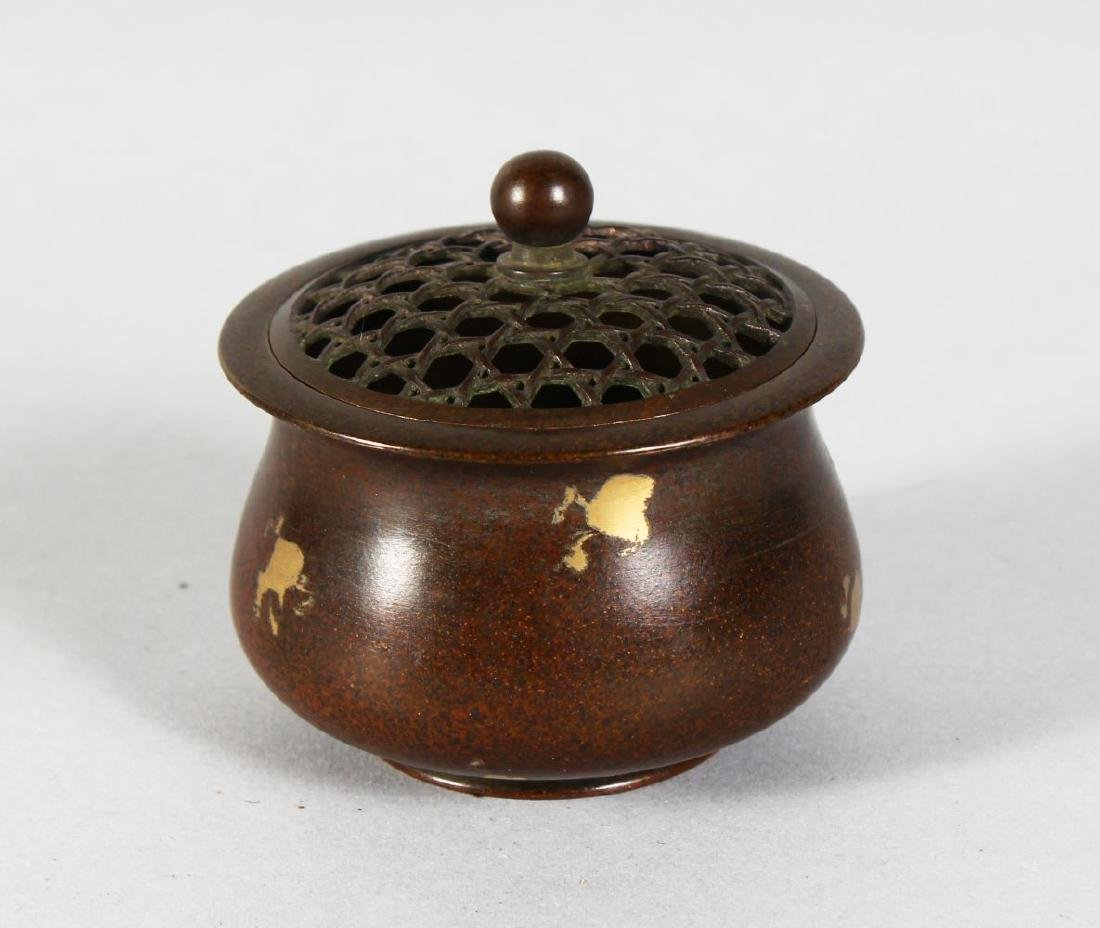 A SMALL CHINESE BRONZE CIRCULAR GOLD SPLASH CENSER.