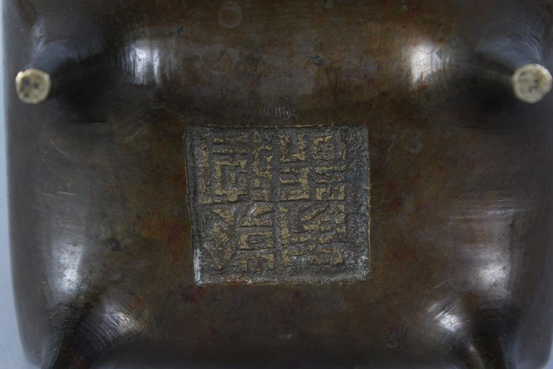 A CHINESE BRONZE RECTANGULAR CENSER, the lid with dog - 2