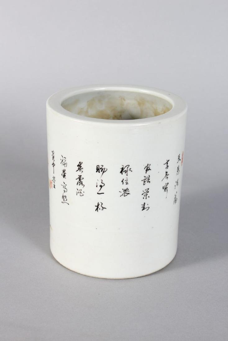 A CHINESE REPUBLICAN PORCELAIN BRUSH POT with figures - 2