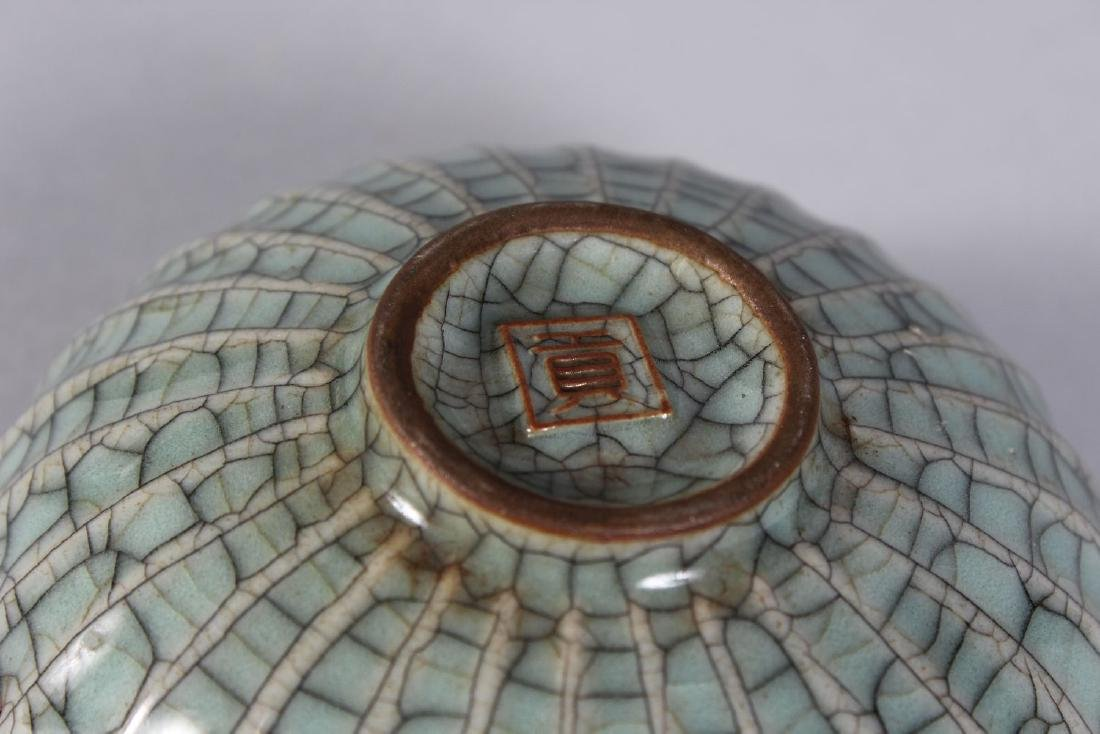 A SMALL CHINESE CIRCULAR CRACKLE GLAZED BOWL. 5ins - 2