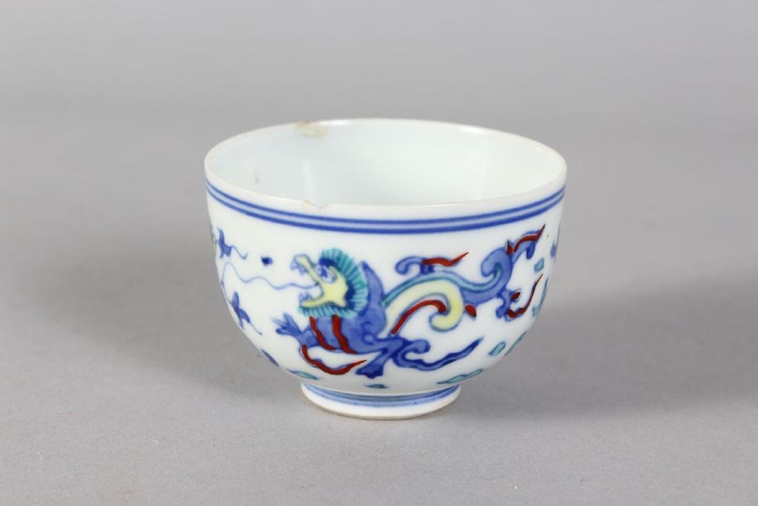 A SMALL DUCAL TEA CUP. 3ins diameter. - 2