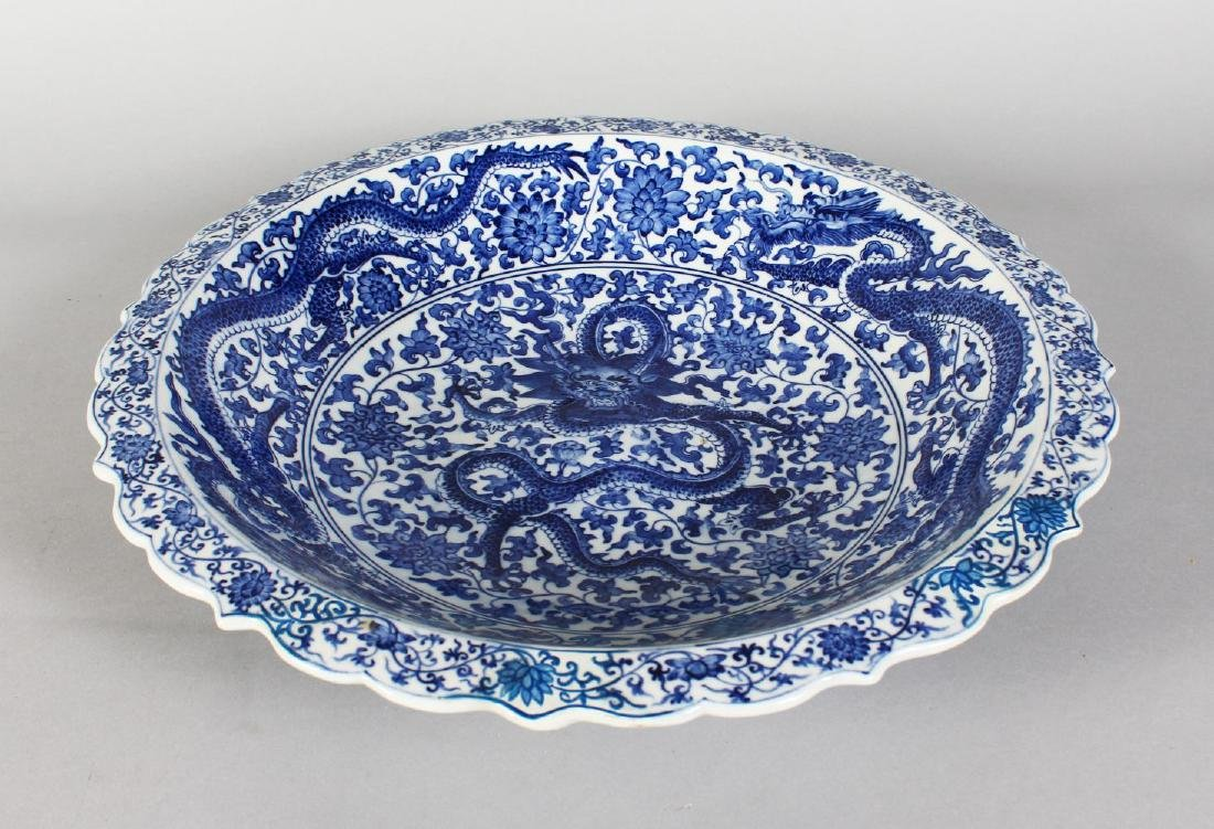 A CHINESE BLUE AND WHITE CIRCULAR BOWL decorated with - 2