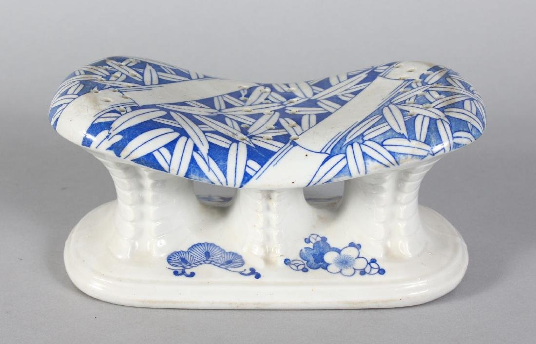 A CHINESE BLUE AND WHITE HEAD REST. 8.5ins high.