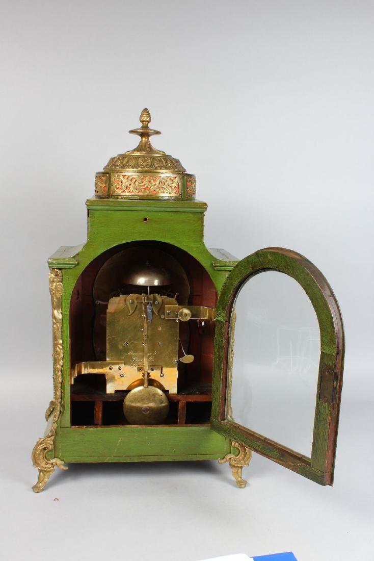AN 18TH CENTURY GREEN LACQUER BRACKET CLOCK AND BRACKET - 3