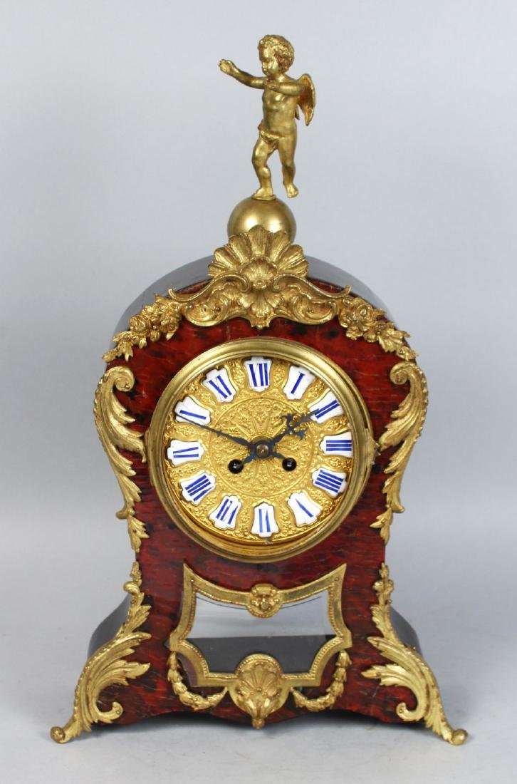 A 19TH CENTURY FRENCH BOULLE MANTLE CLOCK, the