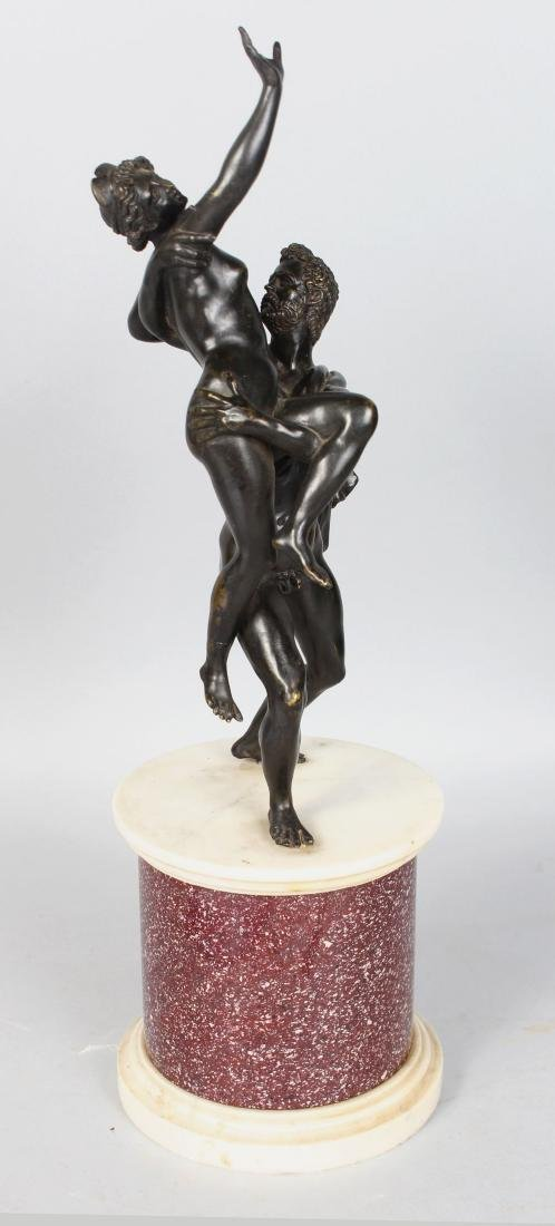 A GOOD CLASSICAL STYLE 19TH CENTURY BRONZE GROUP, an