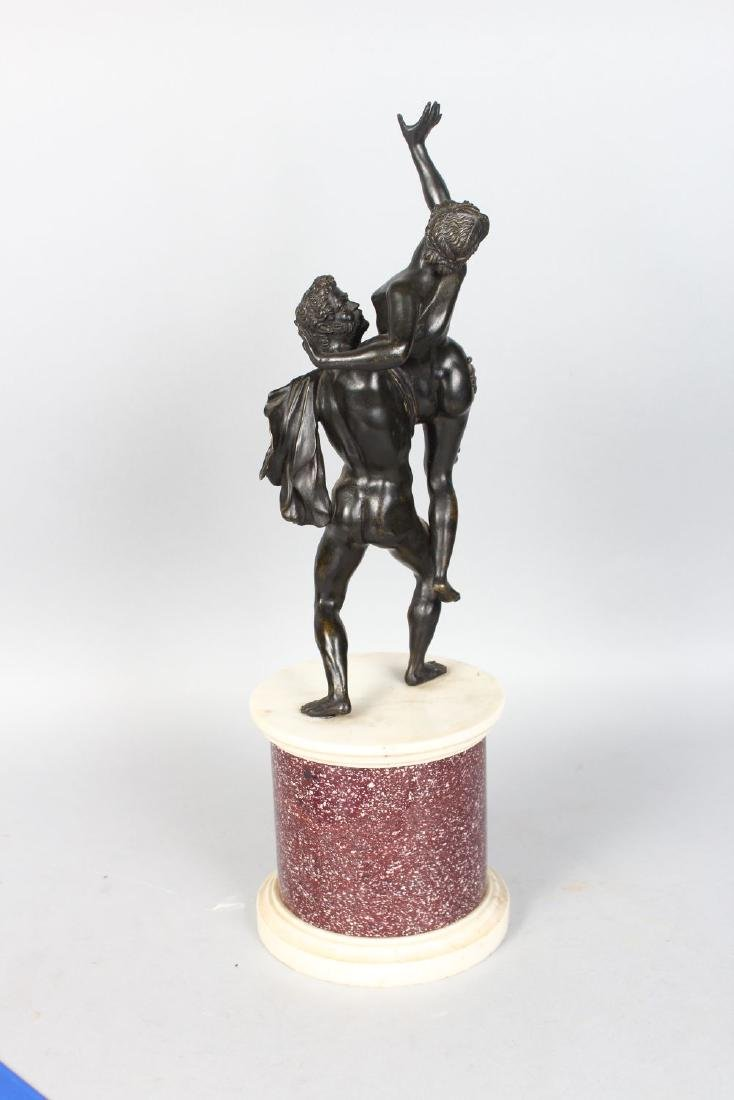 A GOOD CLASSICAL STYLE 19TH CENTURY BRONZE GROUP, an - 3