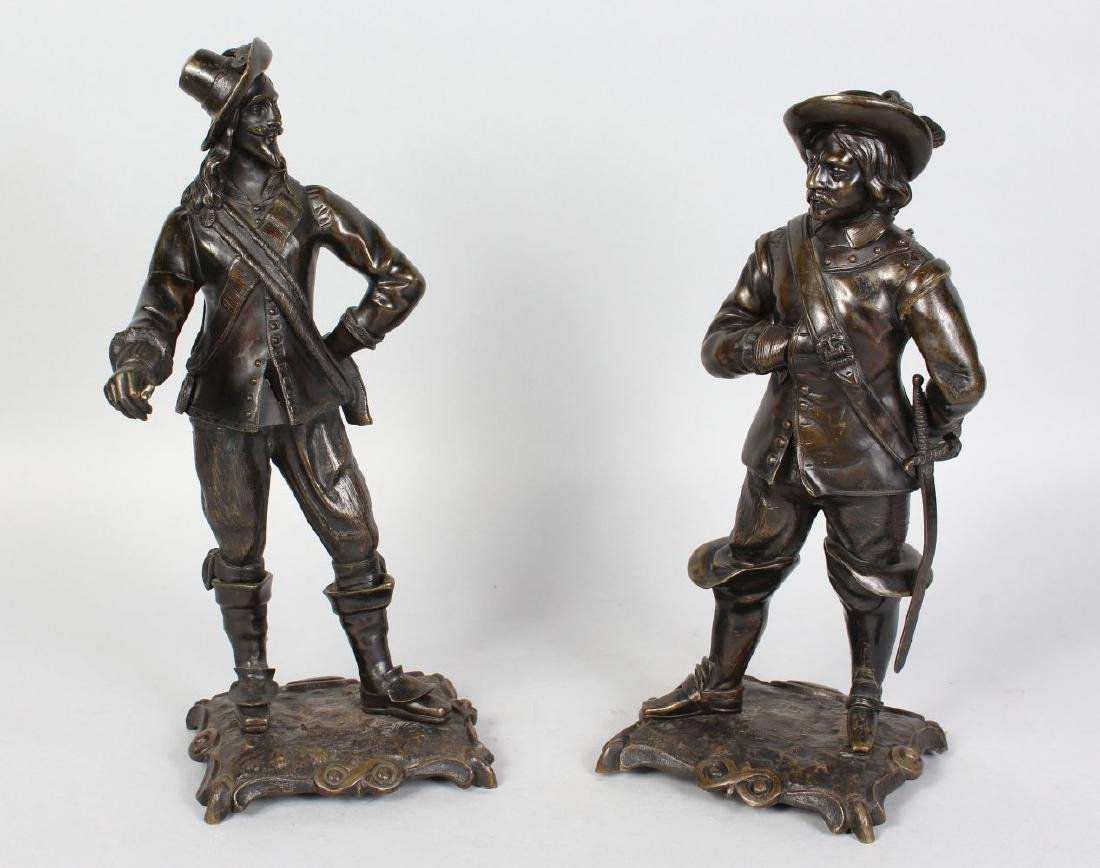 A PAIR OF 19TH CENTURY BRONZE FIGURES OF CAVALIERS,
