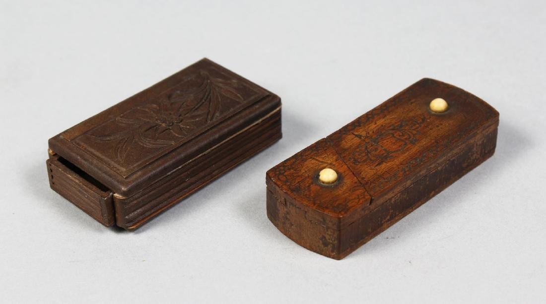 A LONG NARROW ENGRAVED WOOD VESTA, with sliding top,