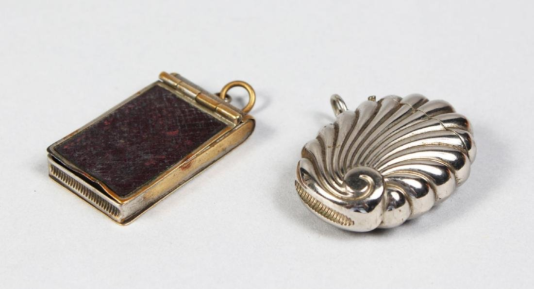 A SILVER PLATE SHELL SHAPED RIBBED VESTA, and a plate