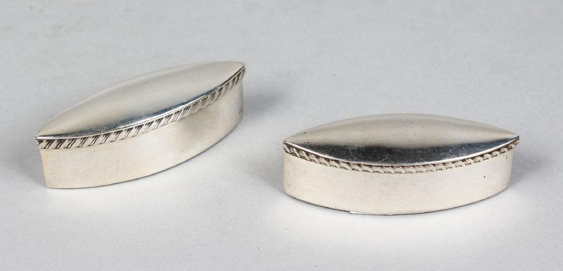 A PAIR OF LONG OVAL SILVER PILL BOXES.