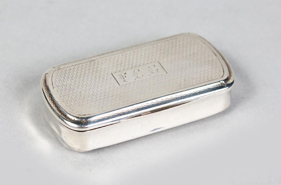 AN 18TH CENTURY CONTINENTAL ENGINE TURNED SNUFF BOX.