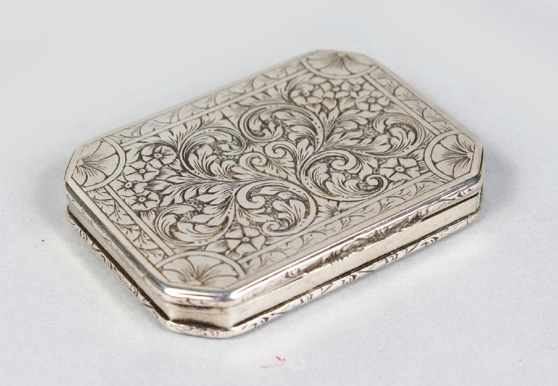 A CONTINENTAL SILVER ENGRAVED BOX.