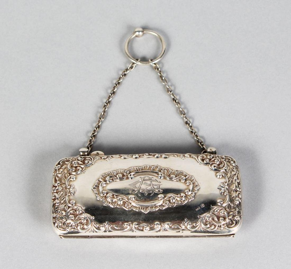 AN EDWARDIAN SILVER PURSE with silver chain.