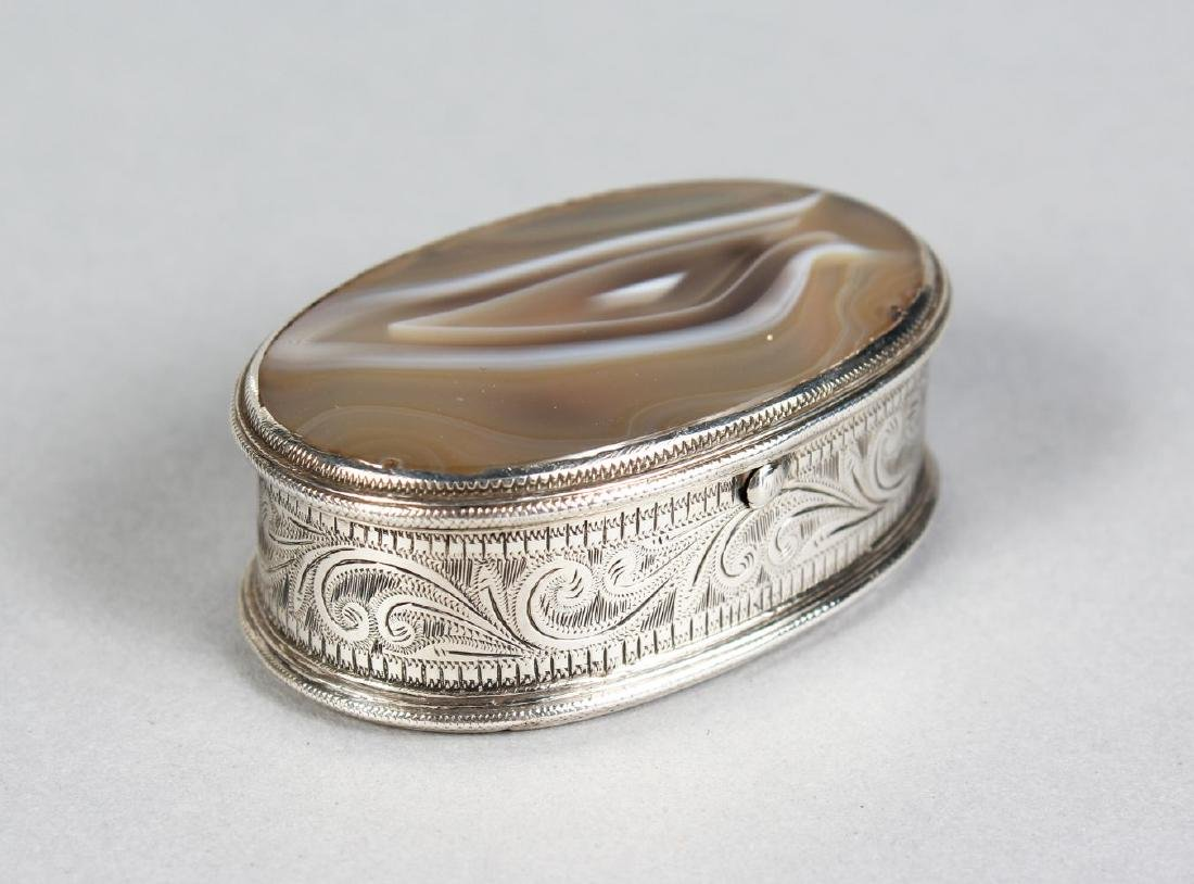 AN OVAL SNUFF BOX with agate top.