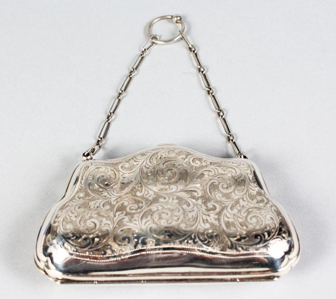 AN EDWARDIAN ENGRAVED SILVER PURSE AND CHAIN.