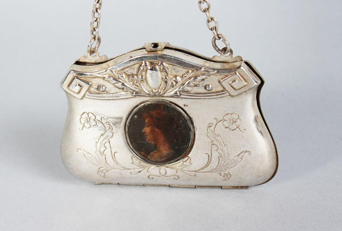 AN EDWARDIAN ENGRAVED PLATE PURSE AND CHAIN, with