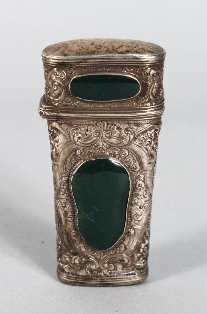 A SILVER AND AGATE ETUI CASE.