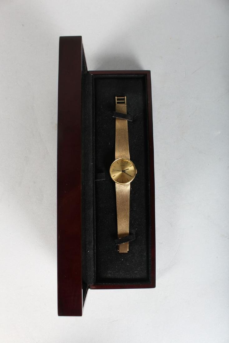 A GENTLEMAN'S GOLD TUDOR WRISTWATCH AND BRACELET in a - 2