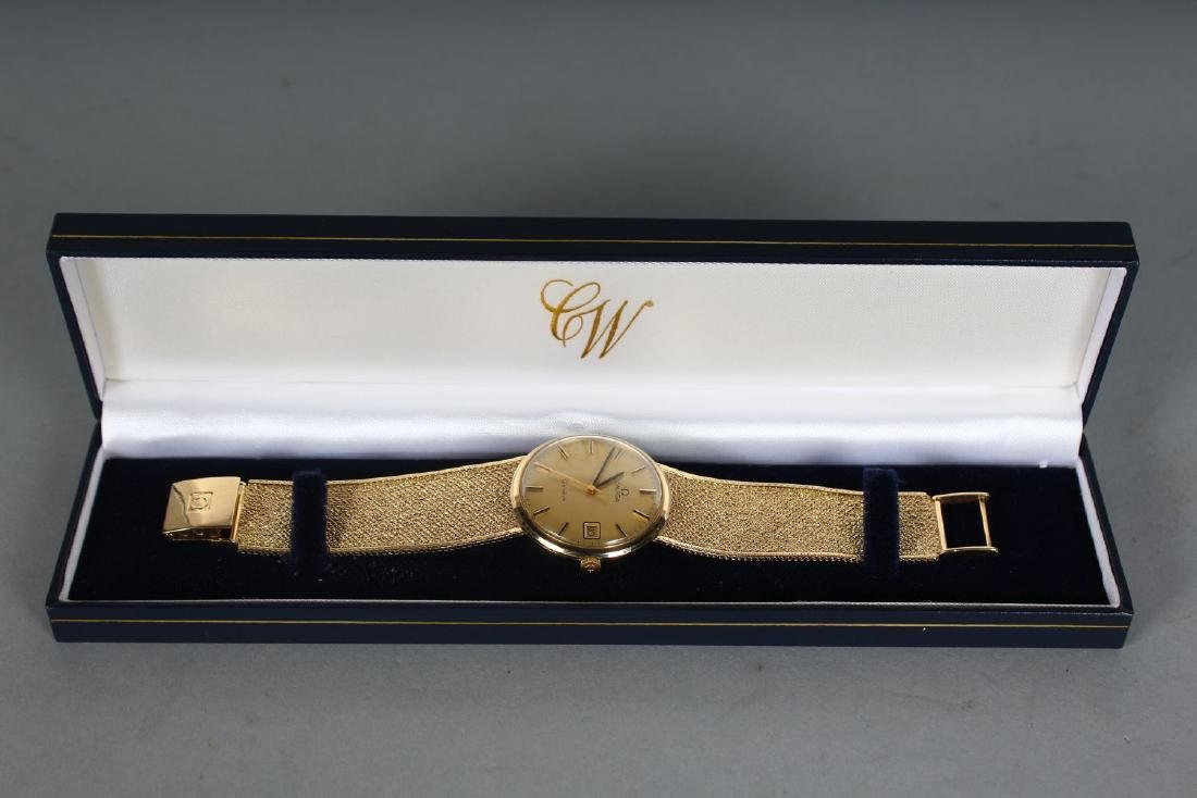 A GENTLEMAN'S 9CT GOLD OMEGA WRISTWATCH AND BRACELET in - 2