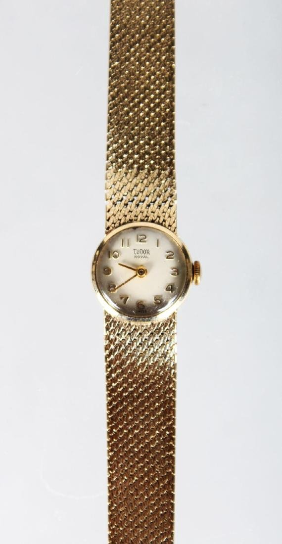 A LADIES 9CT GOLD TUDOR WRISTWATCH AND BRACELET.