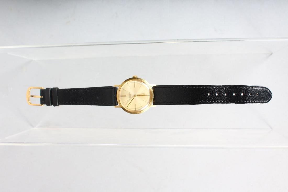 A GENTLEMAN'S 18CT GOLD BUECHE WRISTWATCH with leather - 2