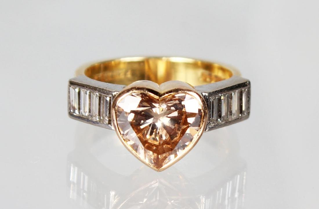 A SUPERB 18CT GOLD HEART SHAPED DIAMOND RING, with