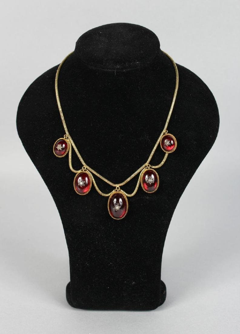A VICTORIAN NECKLACE AND EARRINGS.