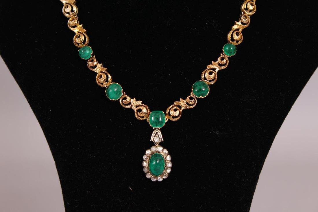 A SUPERB 18CT GOLD CABOCHON AND EMERALD SET NECKLACE - 2