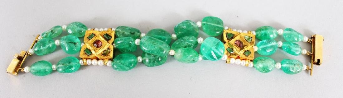 A VERY GOOD EMERALD, PEARL AND RUBY BRACELET with 22ct