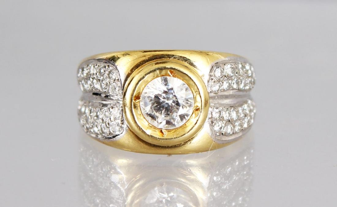 A VERY GOOD 18CT GOLD DIAMOND SET RING, the shoulders