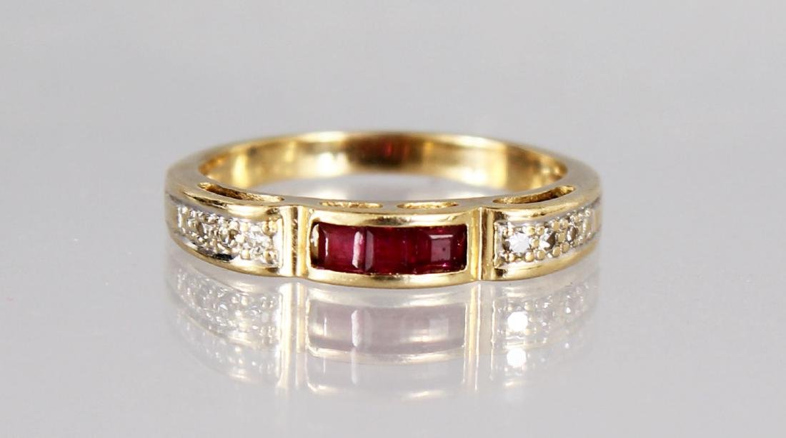 A 15CT RUBY AND DIAMOND RING.