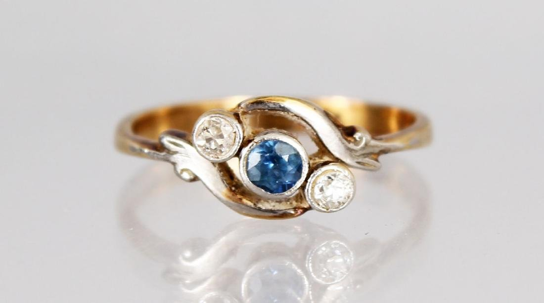 AN 18CT GOLD, DIAMOND AND SAPPHIRE THREE STONE