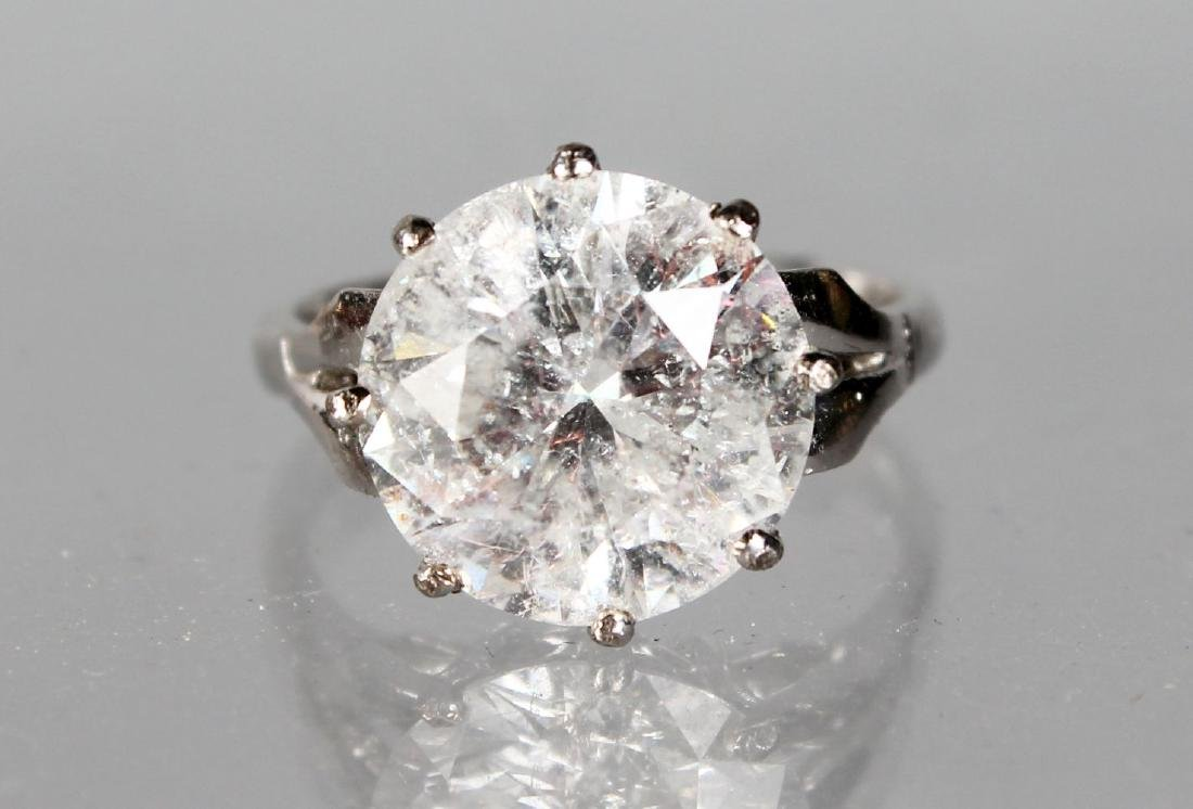 AN 18CT WHITE GOLD SINGLE STONE DIAMOND RING OF 6.2CTS,