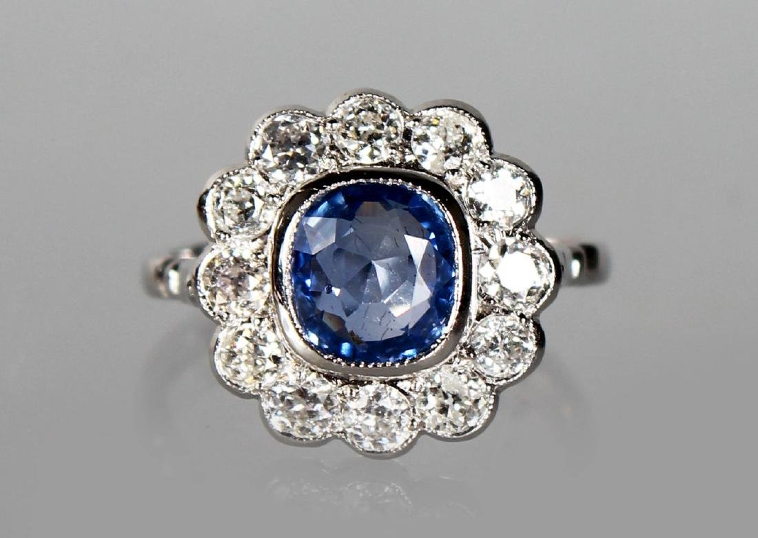 A VERY GOOD 18CT WHITE GOLD, SAPPHIRE AND DIAMOND DAISY