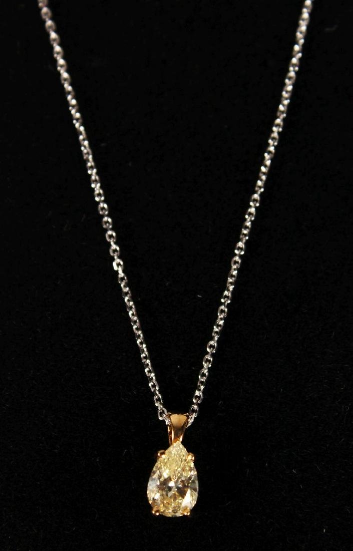 AN 18CT YELLOW GOLD PEAR SHAPED CHAMPAGNE DIAMOND