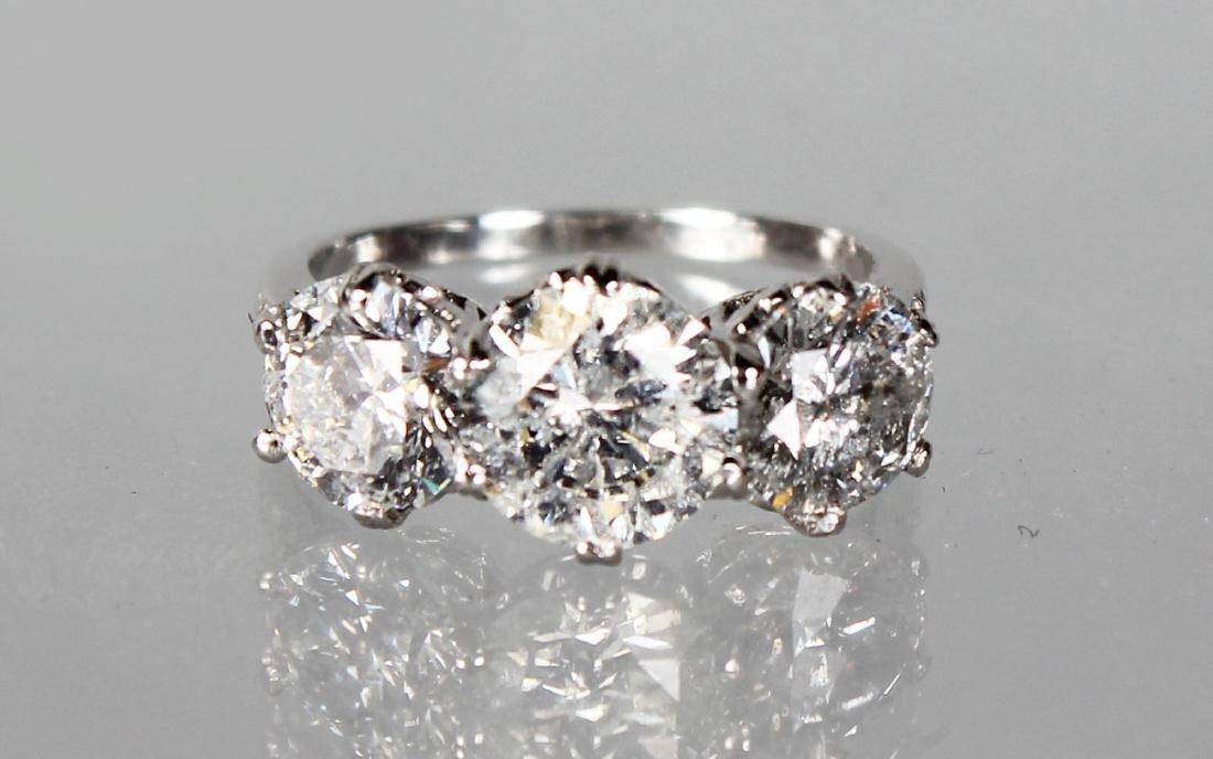 AN IMPRESSIVE 18CT WHITE GOLD THREE STONE DIAMOND RING