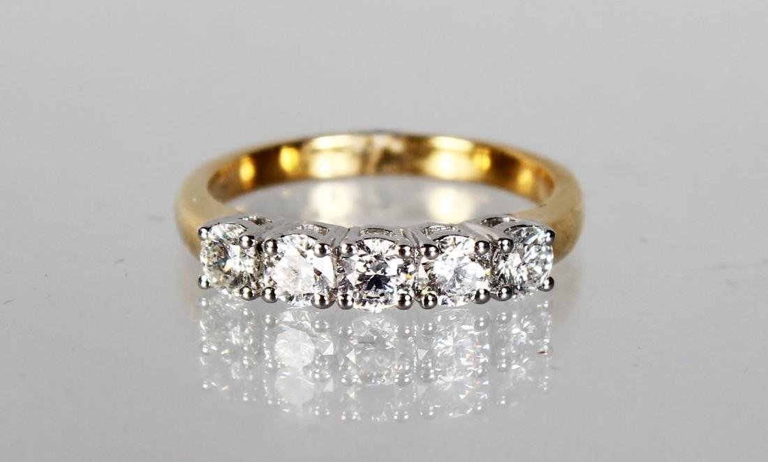 AN 18CT YELLOW GOLD FIVE STONE DIAMOND RING OF 1CT.