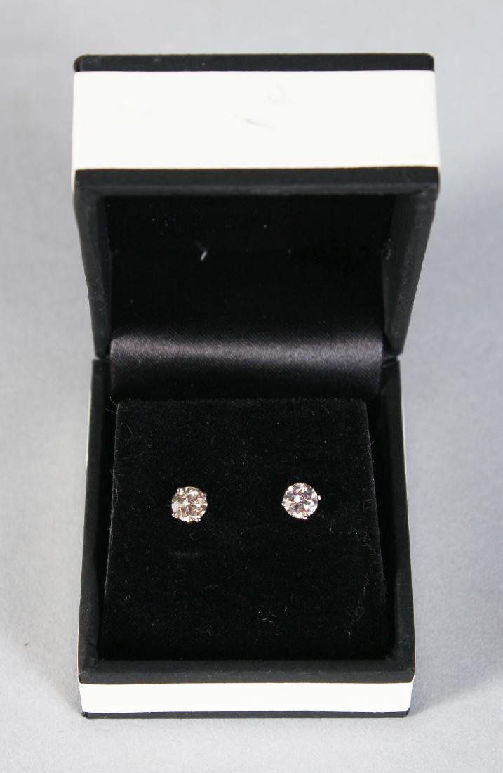 A PAIR OF 14CT WHITE GOLD DIAMOND STUD EARRINGS OF 85