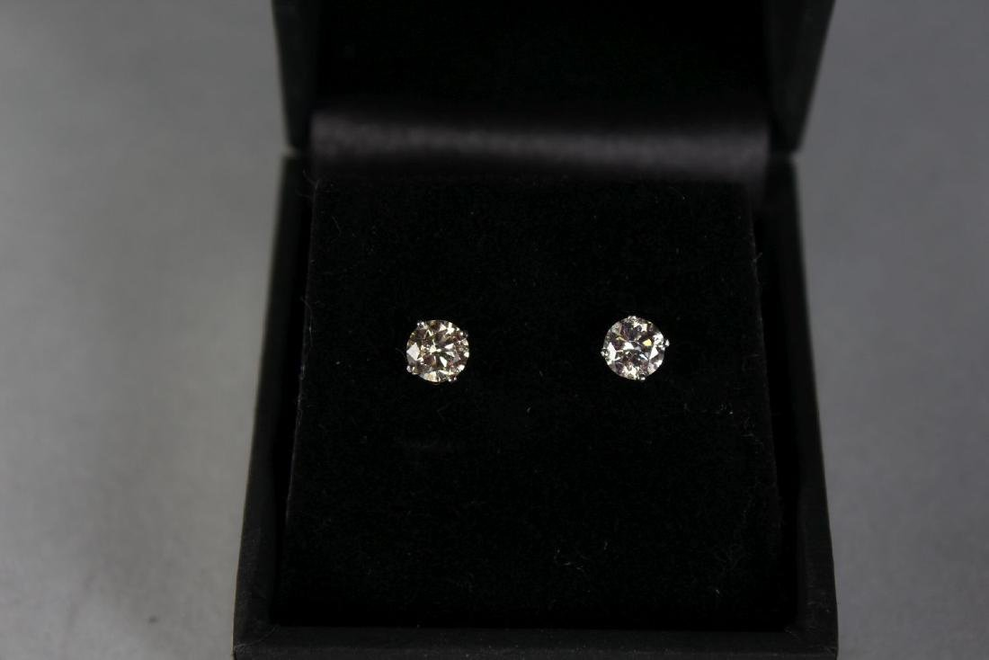 A PAIR OF 14CT WHITE GOLD DIAMOND STUD EARRINGS OF 85 - 2