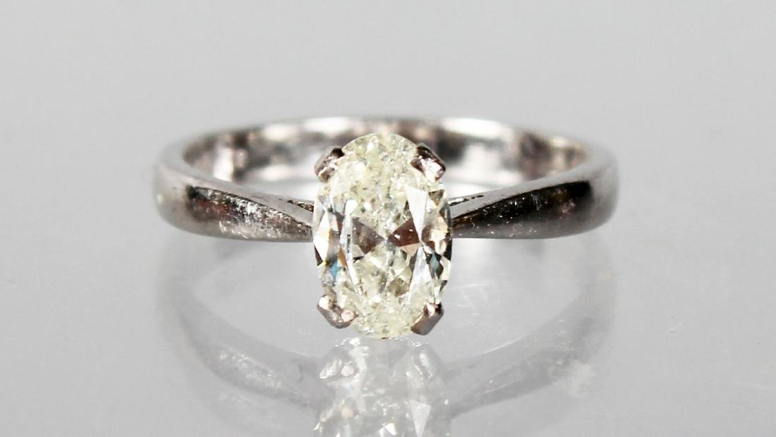 AN 18CT WHITE GOLD OVAL SINGLE STONE DIAMOND RING OF