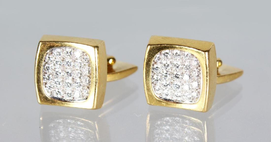 A SUPERB PAIR OF 18CT GOLD AND DIAMOND SET CUFFLINKS,