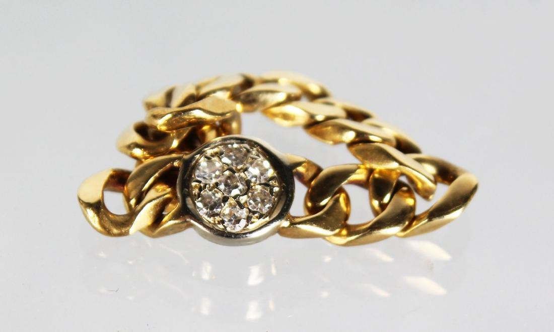 AN 18CT GOLD AND DIAMOND PENDANT CHAIN.