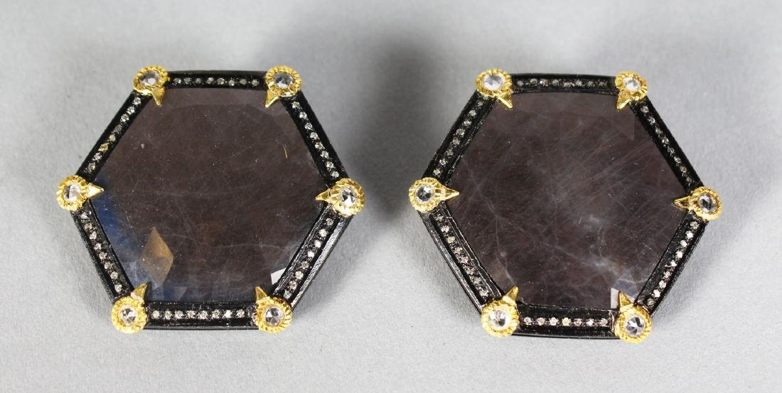 A RARE PAIR OF 18K GOLD MOUNTED GREY SAPPHIRE EARRINGS.