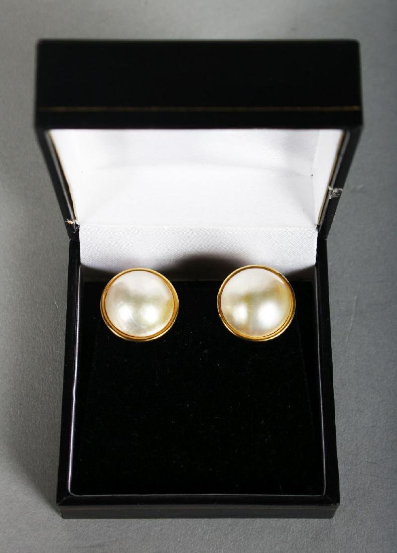 A LARGE PAIR OF 18CT GOLD PEARL EARRINGS.