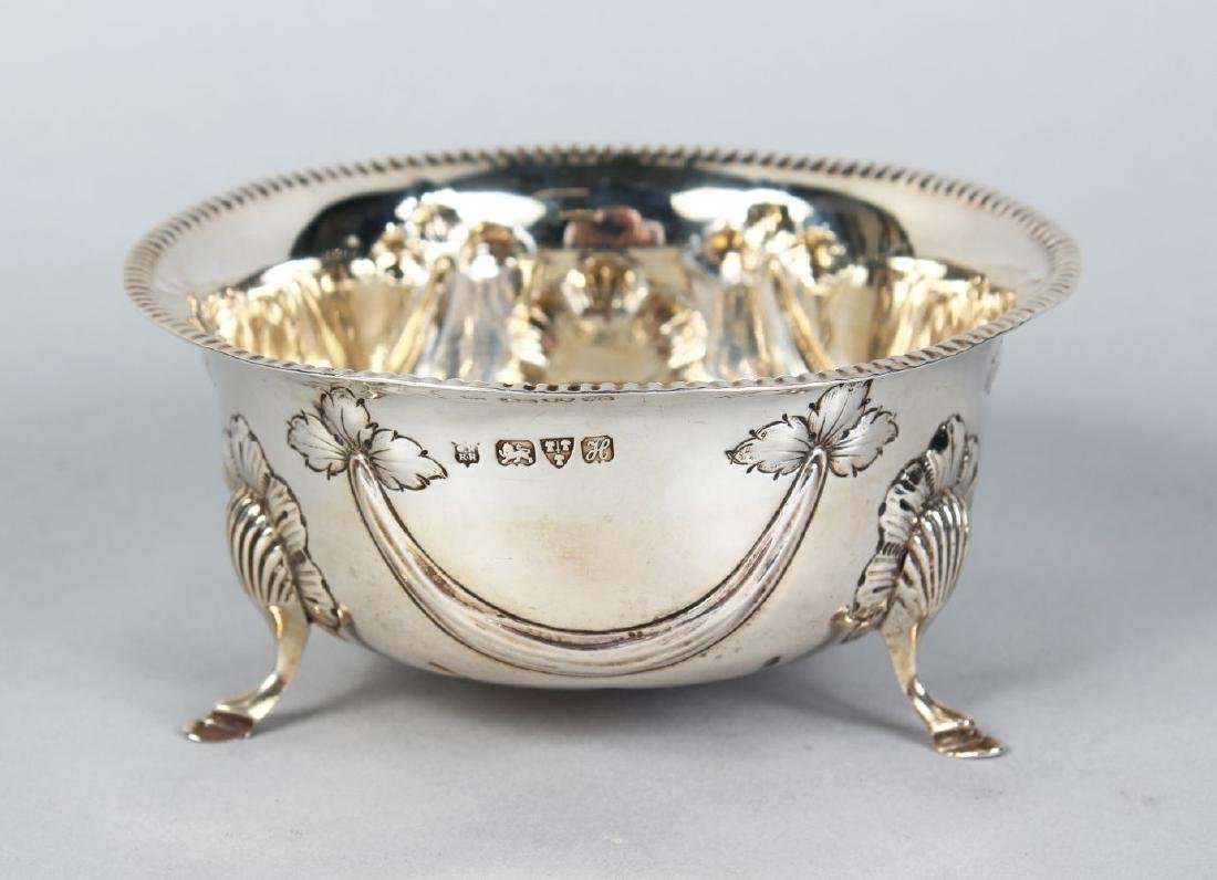 A CIRCULAR SILVER SUGAR BOWL, repousse with garlands,