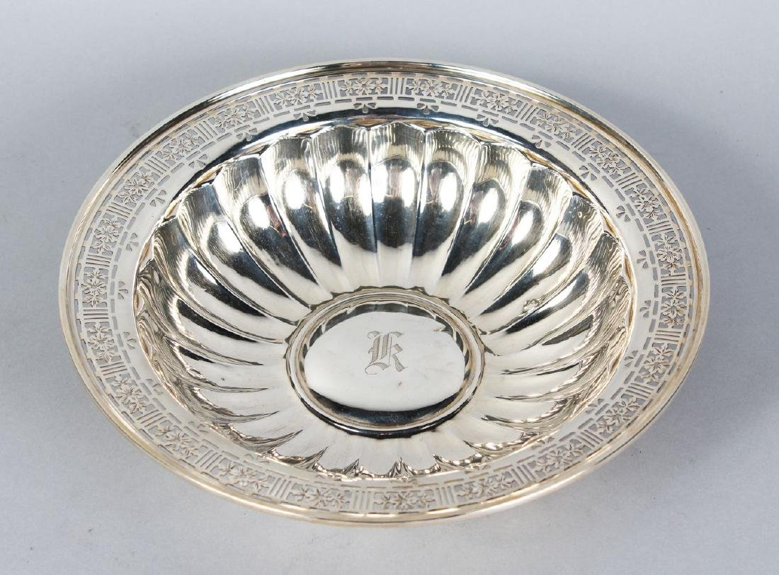 A STERLING SILVER CIRCULAR FRUIT BOWL, with pierced