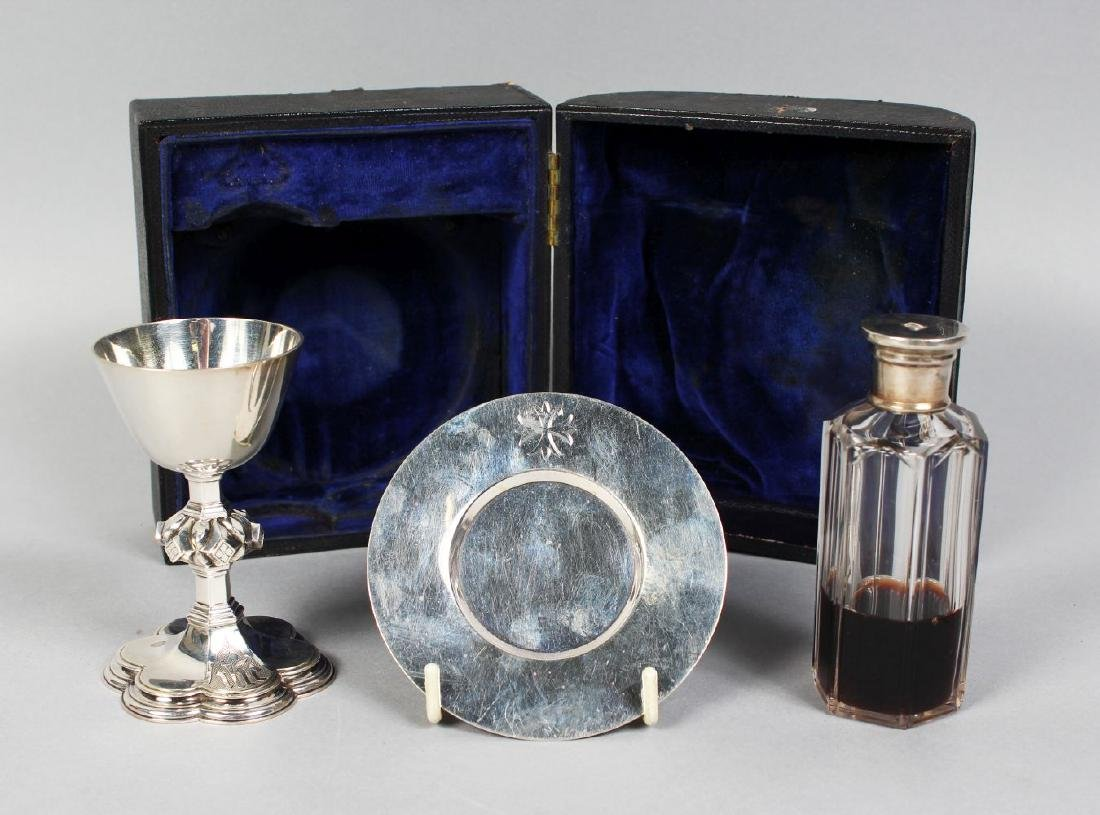 A VICTORIAN TRAVELLING SILVER COMMUNION SET, comprising