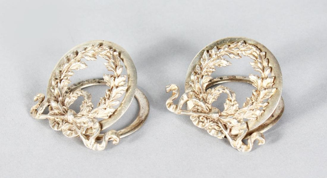 A PAIR OF SILVER LAUREL WREATH MENU HOLDERS.